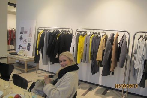Rebecca fornøyd på Bruuns Bazaar.