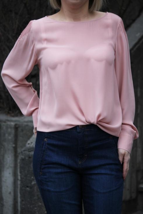 filippa rosa bluse detalj