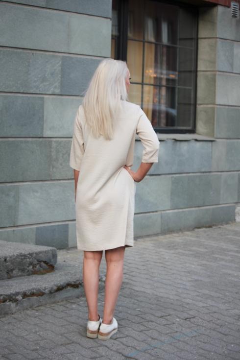 fk lys kjole bak