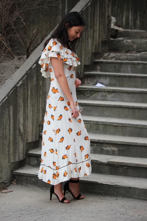 ganni oransje blomster maxi side