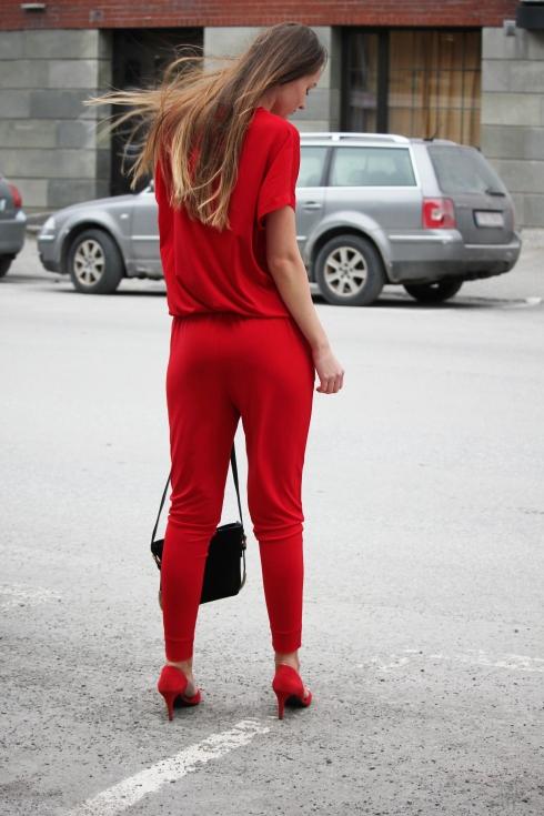 mb rød jumpsuit bak