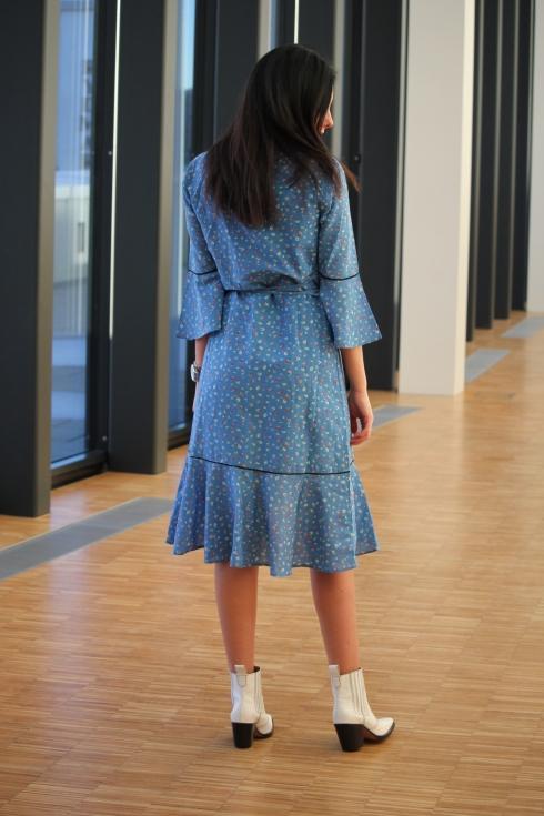 ganni blå kjole bak