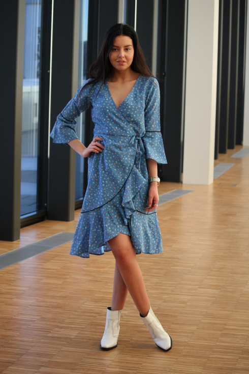 ganni blå kjole for