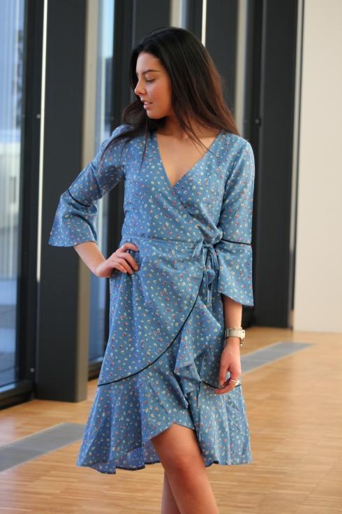 ganni blå kjole portrett