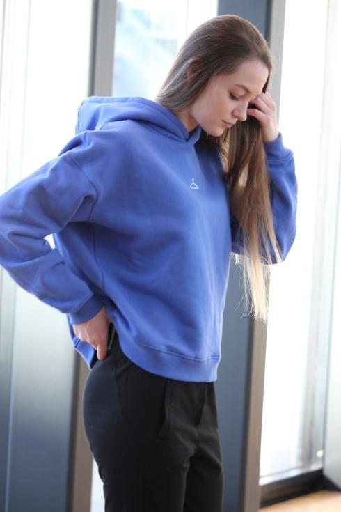 holz blå hoodie portrett