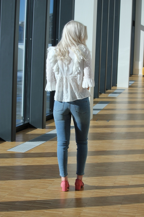 timo blondebluse hvit bak