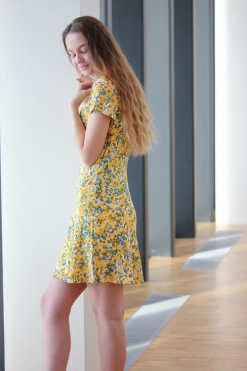 ss_gul_kjole_side2