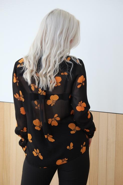 ganni orangesort skjorte bak