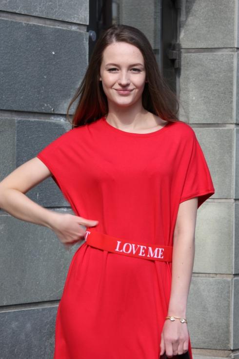 holz rød lang kjole portrett