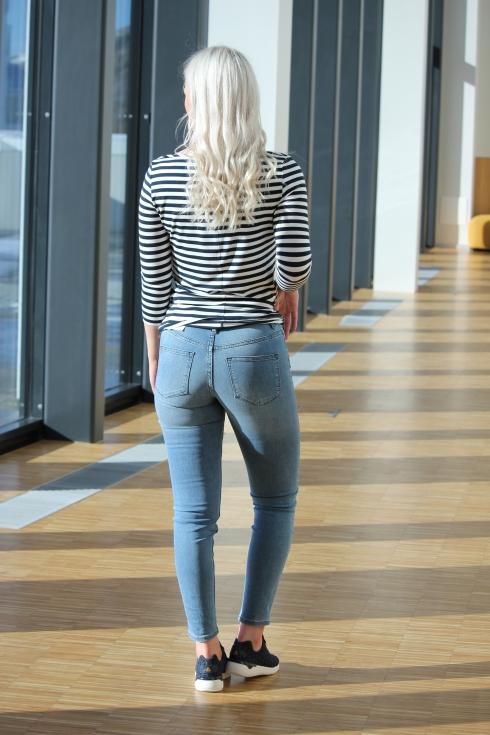 th stripet genser bak