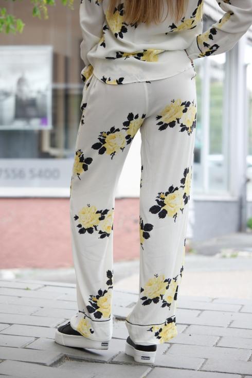 ganni gult sett bukse bak