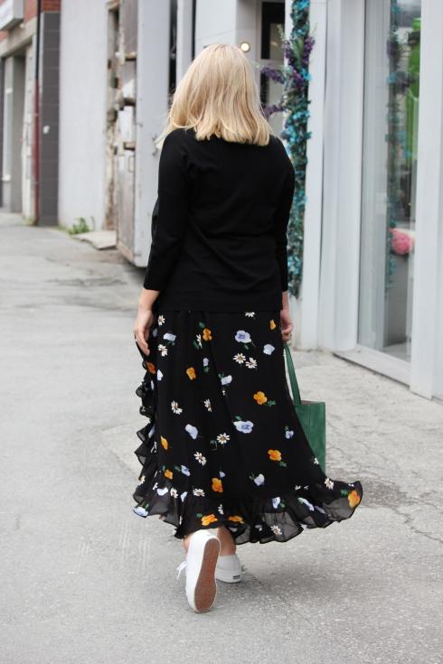ganni sort wrap skirt bak
