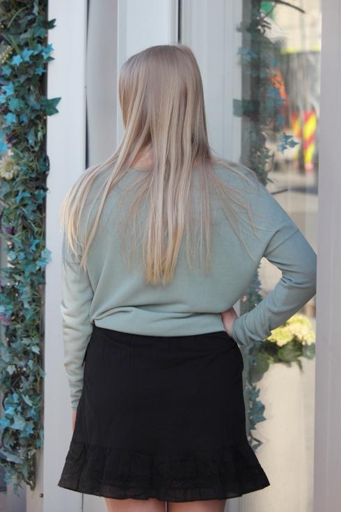 ss grønn tynn genser bak