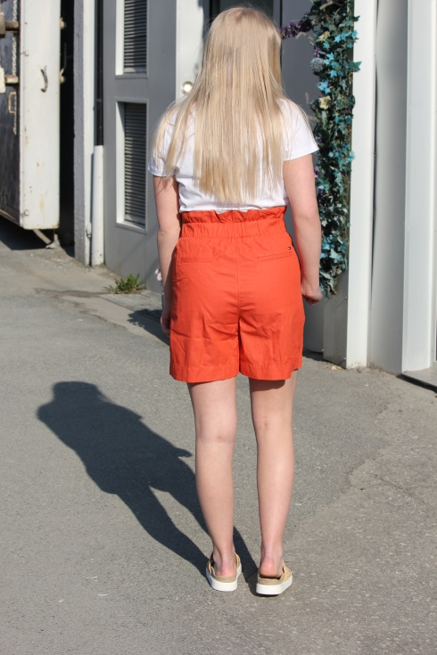 th orange short hel bak